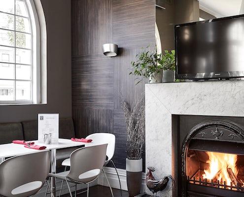 Vulcan Hotel Sydney fireplace