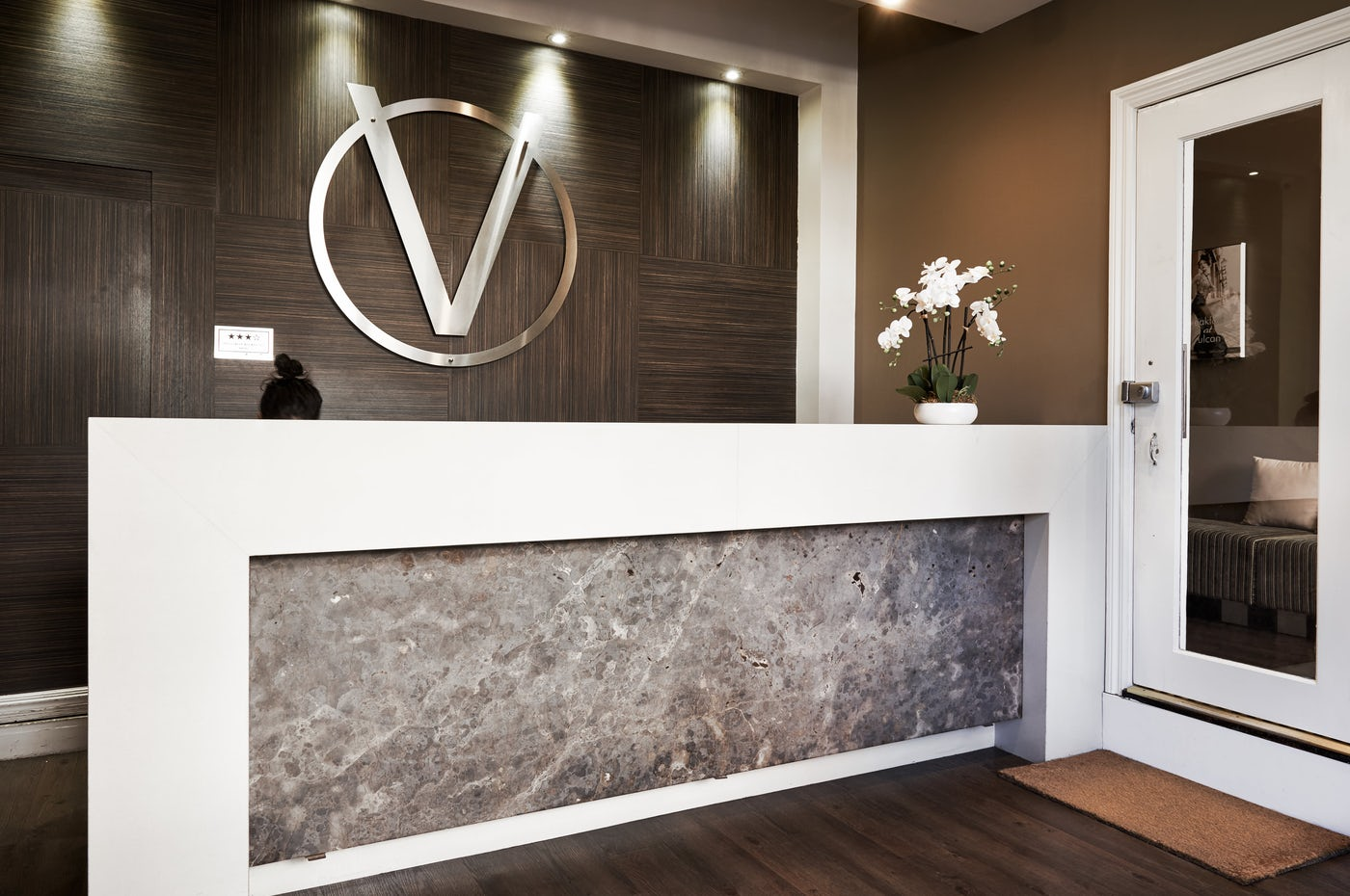 Boutique Vulcan Hotel reception in Ultimo