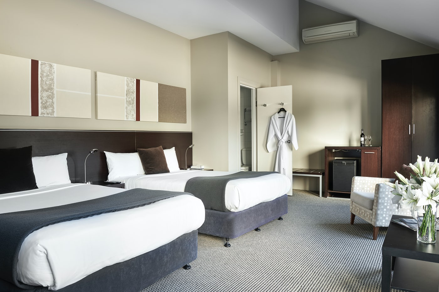 Studio Twin Suite with robe at Boutique Sydney Accommodation - Vulcan Hotel, Ultimo